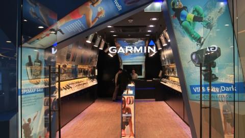 Дизайн печатных материалов для оформления фирменных магазинов Garmin